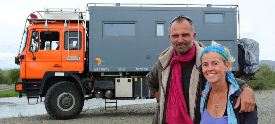 DIE AUTOREN EDE alias Elke Klinger geboren 1968 in Weimar/ Thüringen, Fotografin und Coach STEN alias Karsten Meyer geboren 1962 in Weimar/ Thüringen, Ingenieur und Designer